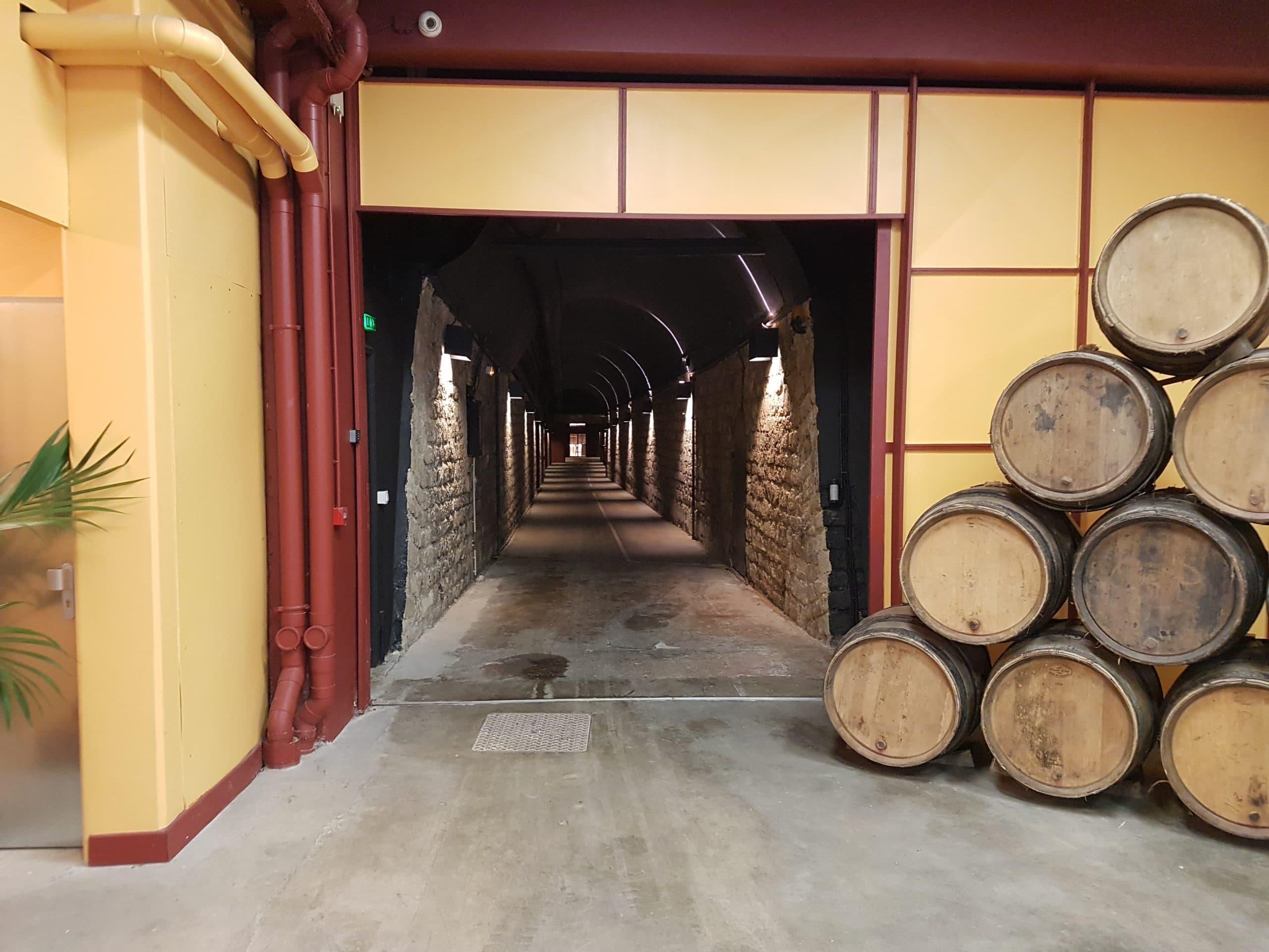 L'entrée de la cave privative de conservation des vins les Chais de France, sise à Issy-les-Moulineaux. Article du e.magazine Aeternus.frPhoto © Pierre d'Ornano