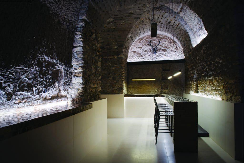 Le bar des Chais de France (Issy-les-Moulineaux-92) où l'on peut accueillir ses invités pour un instant de dégustation. Article paru dans le e.magazine Aeternus.fr. Photo © DR