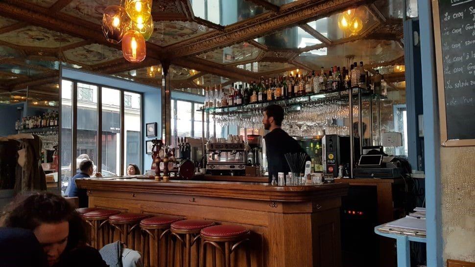 Photo du bistrot Les Sardignac, 27 rue Richer 75009, face aux Folies Bergère, pour une expérience caviardo-bistrotesque. Photo © Pierre d'Ornano Aeternus.fr