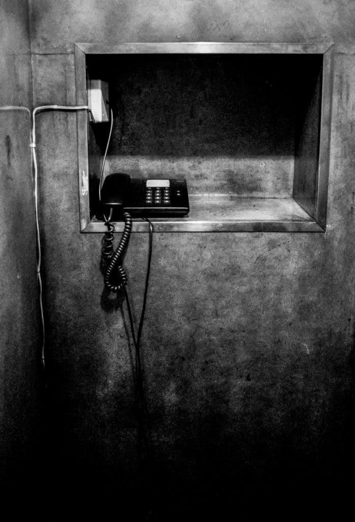 Photo de Céline Gaille Vieux téléphone à l'Hôtel Astoria, Coimbra, article de Pierre d'Ornano, Aeternus