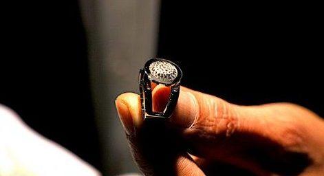 127 pierres montées, une création qui a demandé 10 jours de travail, constituent ce bijou réalisé par Antoine Chapoutot. Photo © Pierre d'Ornano