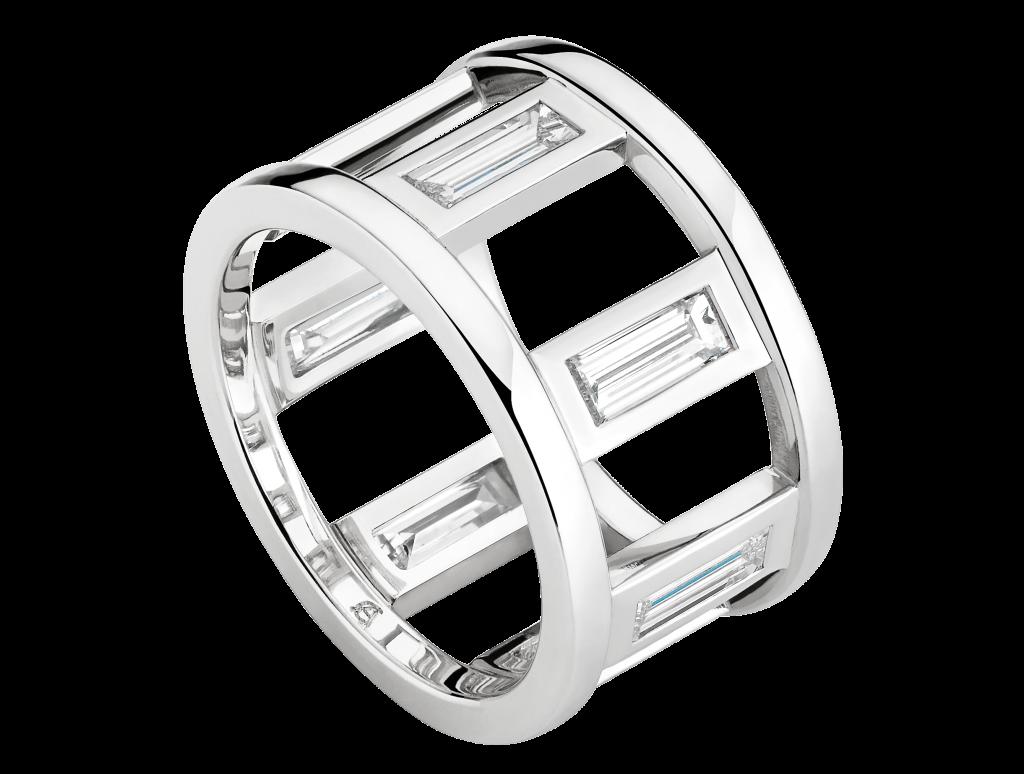 Alliance or blanc et 7 baguettes diamant 1,45 carat, création Antoine Chapoutot. Photo © DR