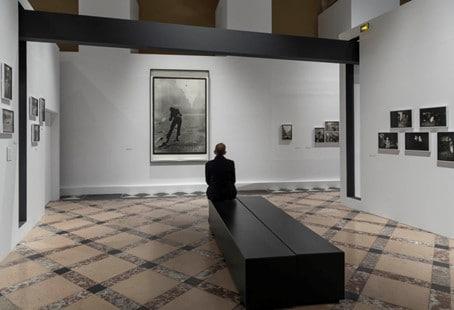 Exposition Gilles Caron, à l'Hôtel de ville de Paris, à l'occasion du 50e anniversaire de Mai 1968. Photo © Charles Duprat