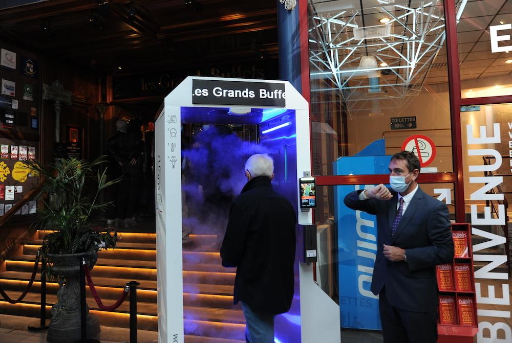 L'entrée du restaurant Les Grands Buffets de Narbonne se fait pas un sas de dépistage et de désinfection. Photo © DR