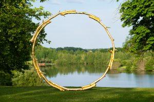 Oeuvre d'Art dans le parc du Domaine des Etangs. Photo © DR