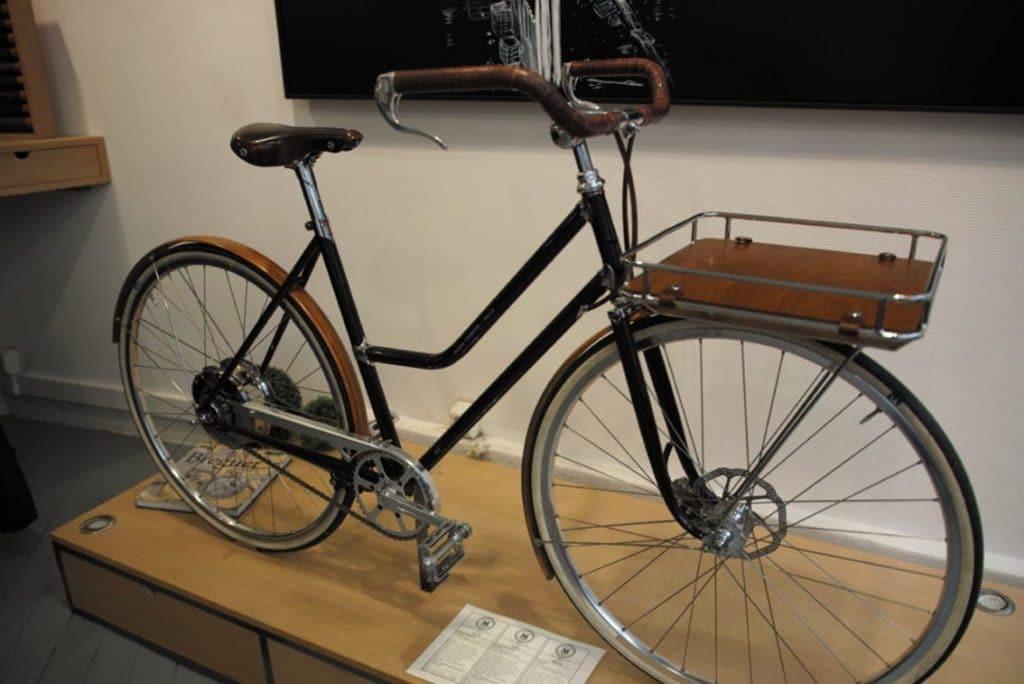 'Dalou', est le modèle mixte, porteur, de la Maison Tamboite. Le vélo au design des années 1920, est doté d'un moyeu deux vitesses automatiques intégrées pour affronter les pentes citadines. Photo © Pierre d'Ornano
