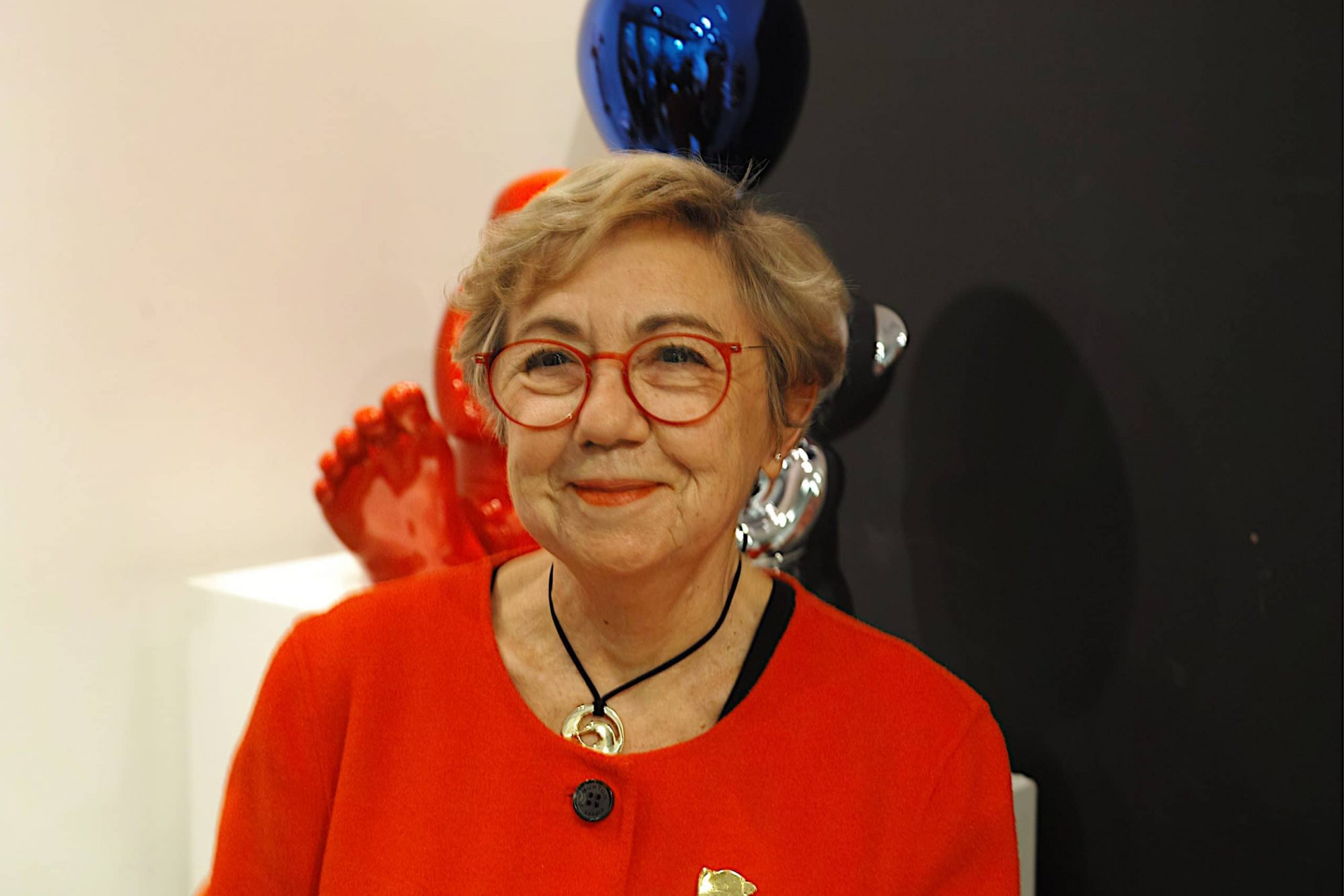 La sculptrice Cévé, dans la Galerie Bel Air Fine Art, Village Royal à Paris 8. Photo © Pierre d'Ornano