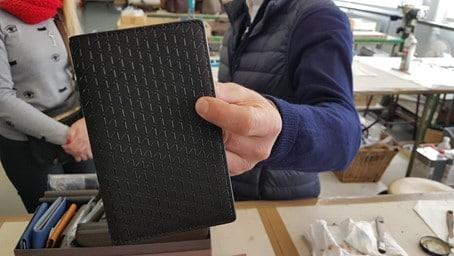 Cuir de serre provenant du Japon, un produit extrêmement rare vendu autour de 1 300€ le m2. Photo © Pierre d'Ornano / Aeternus.fr