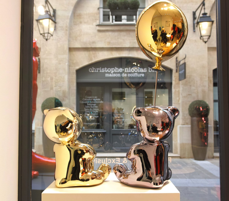 Deux Nounours, par CÉVÉ, dans la galerie Bel Air Fine Art Rivoli, à Paris. Photo Pierre d'Ornano / Aeternus.fr
