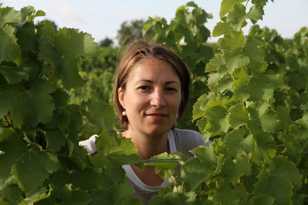 Adèle Rouzé dans son vignoble de Quincy, 100% sauvignon blanc. © DR