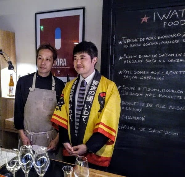 L'étonnante diversité de la gastronomie d'Iwate. Elle vient des produits de la mer et de la montagne qui se marient avec les sakés premium des maîtres brasseurs, les toji de Nambu. Ici à Paris à la Maison du Saké, à gauche, le chef Keita Kitamura du restaurant Erh, le nouveau restaurant de la Maison du Saké. Photo © François Collombet