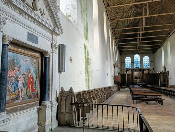 Intérieur de l'église abbatiale de la Sainte Trinité (XIIe-XIIIe siècles) de Thiron-Gardais. La nef mesure 64 m de long sur 12 m de large et un peu plus de 21 m sous la poutre faîtière. A l'origine, elle avait des dimensions proches de la cathédrale de Chartres. Photo François © Collombet