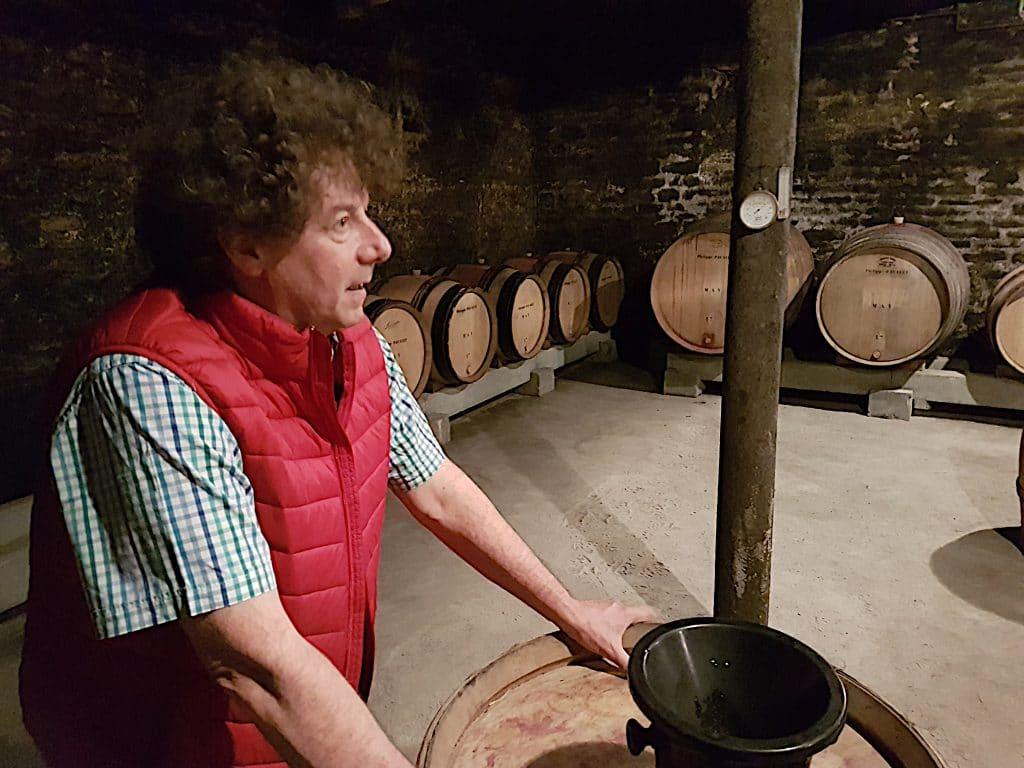 Philippe Pacalet dans son chai d'élevage, à Beaune. Photo © Pierre d Ornano / Aeternus.fr