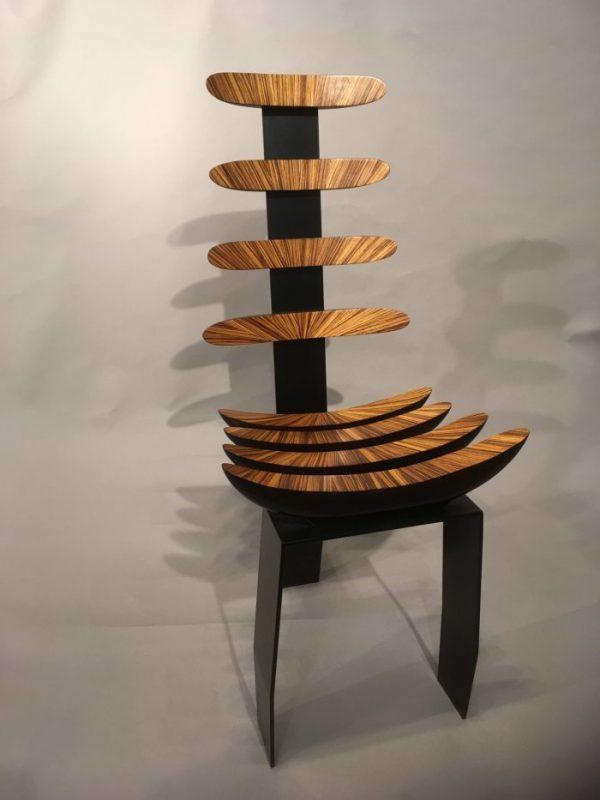 Chaise TOTEMIC. Création Atelier Claude Nicolet. Photo © Galerie Glustin