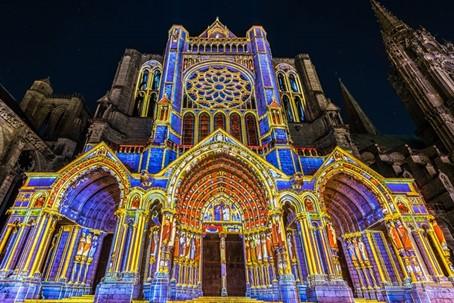La cathédrale de Chartres en lumières (ici, le portail nord).