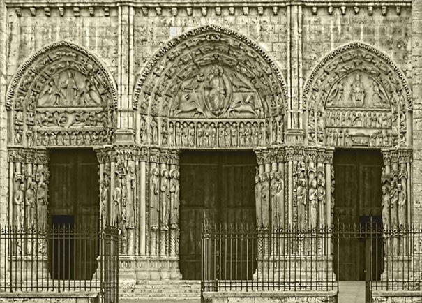Le portail royal de la cathédrale de Chartres, transition entre art roman et gothique