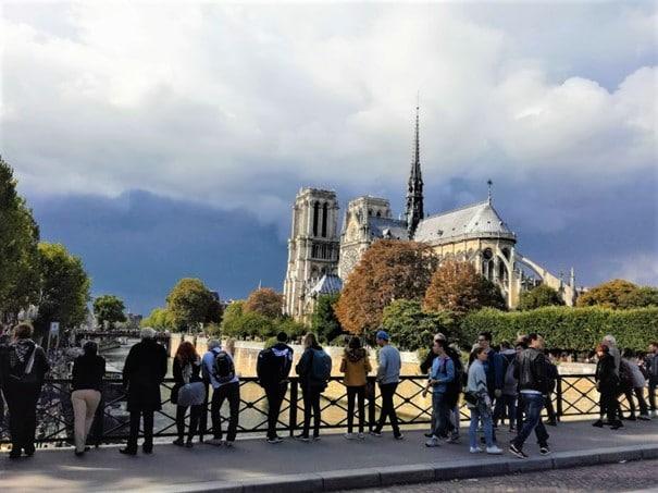 Notre-Dame de Paris (XIIe-XIIIe-XIXe-XXIe siècles), quelques mois avant son incendie de 2019. Existe-t-il au monde un monument plus admiré et qui, pourtant, étonne encore le plus blasé des visiteurs. Photo © François Collombet